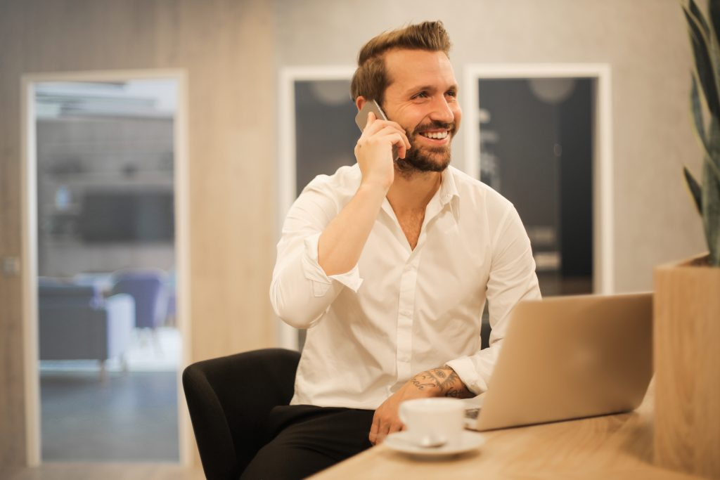 365 microsoft support man talking on phone
